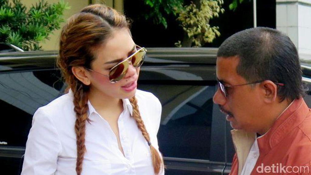 Gaya Rambut Kepang Nikita Mirzani, Yay or Nay?
