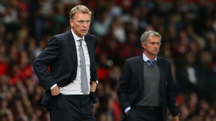 MANCHESTER, ENGLAND - AUGUST 26:  Manchester United Manager David Moyes and Chelsea Manager Jose Mourinho (R) look on during the Barclays Premier League match between Manchester United and Chelsea at Old Trafford on August 26, 2013 in Manchester, England.  (Photo by Alex Livesey/Getty Images)