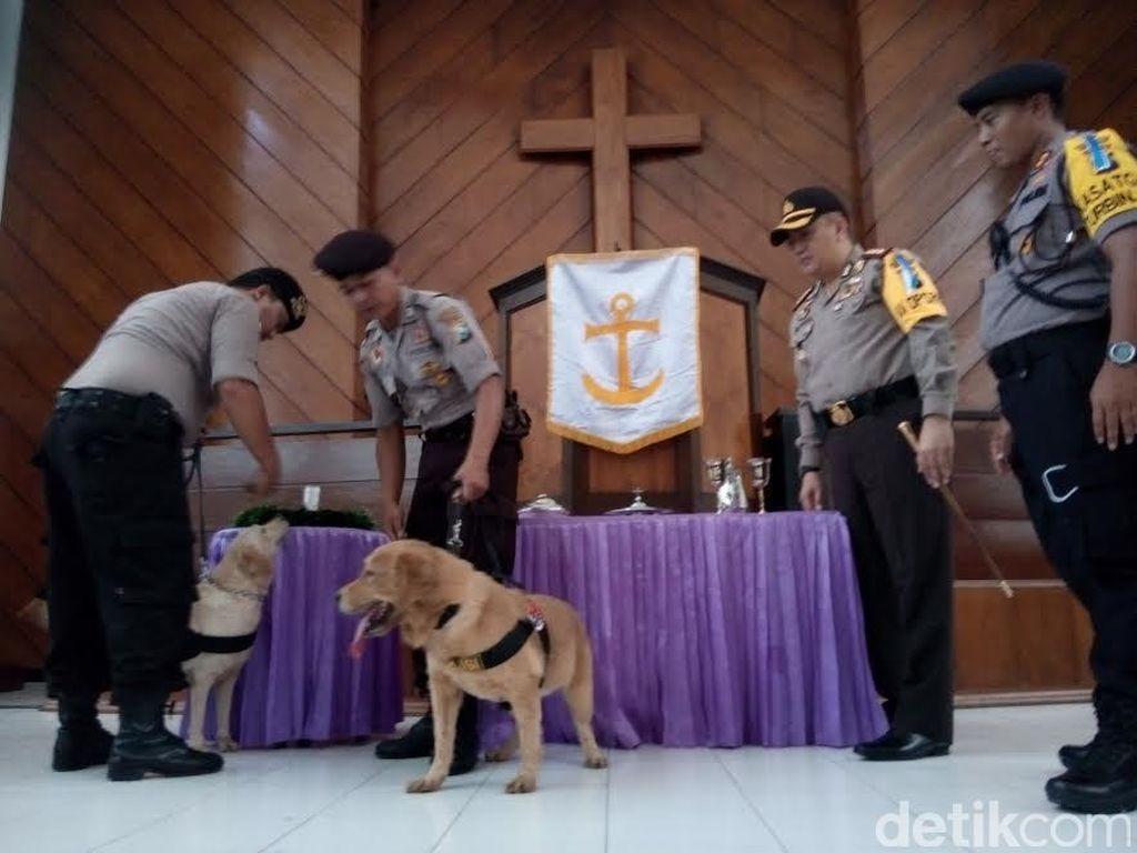 Polisi Imbau Jemaat Gereja Tak Bawa Tas Besar Saat Ibadah Natal