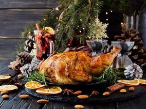 Tips Agar Tidak Kembung Saat Banyak Makan di Hari Natal