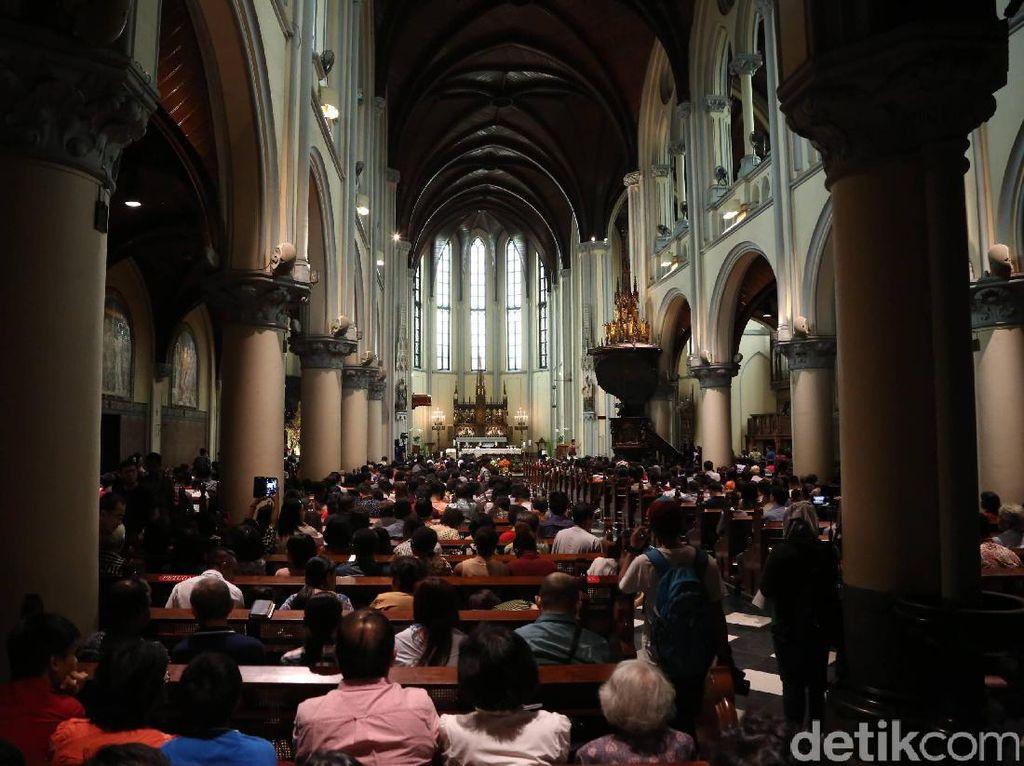 Antisipasi Corona, Keuskupan Agung Jakarta Tiadakan Salam Damai-Air Suci