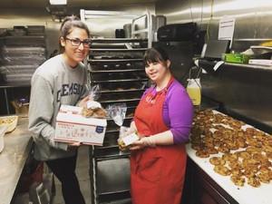 Gadis Penyandang <i/>Down Syndrome</i> Ini Sukses Membuka Bakery Sendiri