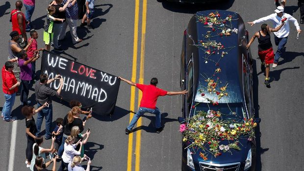 Muhammad Ali meninggal di rumah sakit di Arizona.