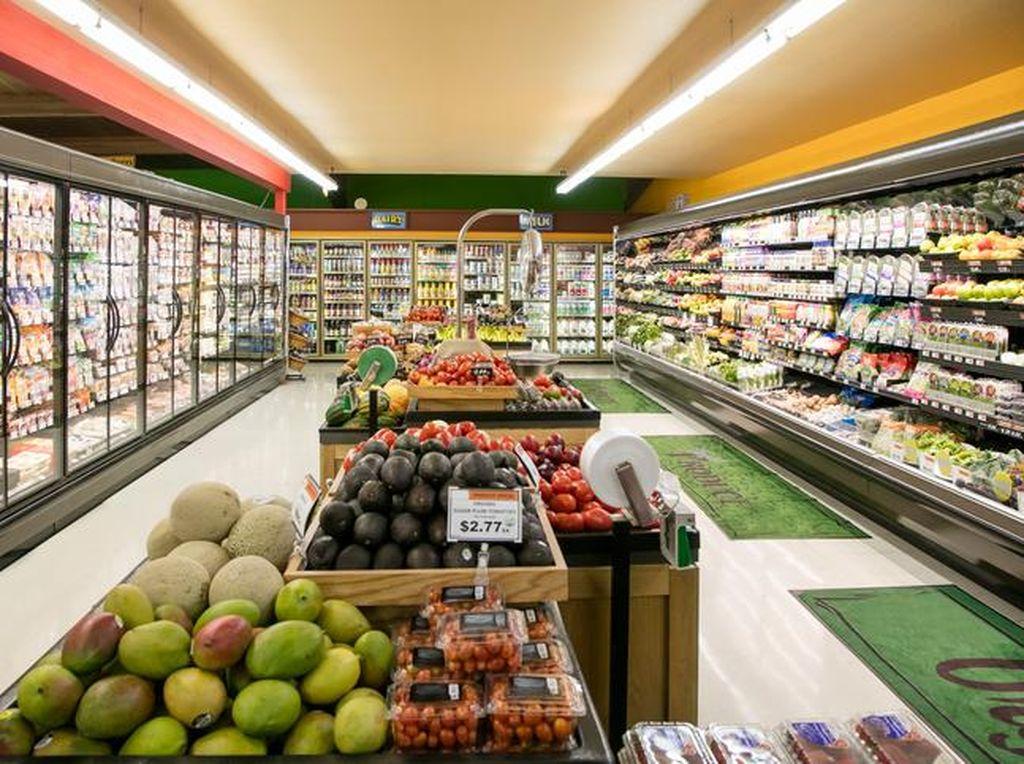 Supermarket Mal di Jakbar Ramai Diserbu Pembeli Sembako
