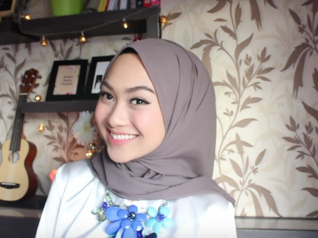 Tampil Cantik Mirip Blogger Indah Nada Puspita dengan Tutorial Hijab Ini