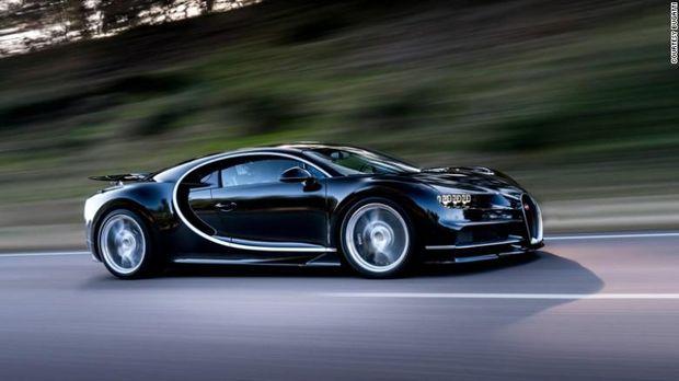 Bugatti Chiron dimiliki Cristiano Ronaldo dan Karim Benzema.