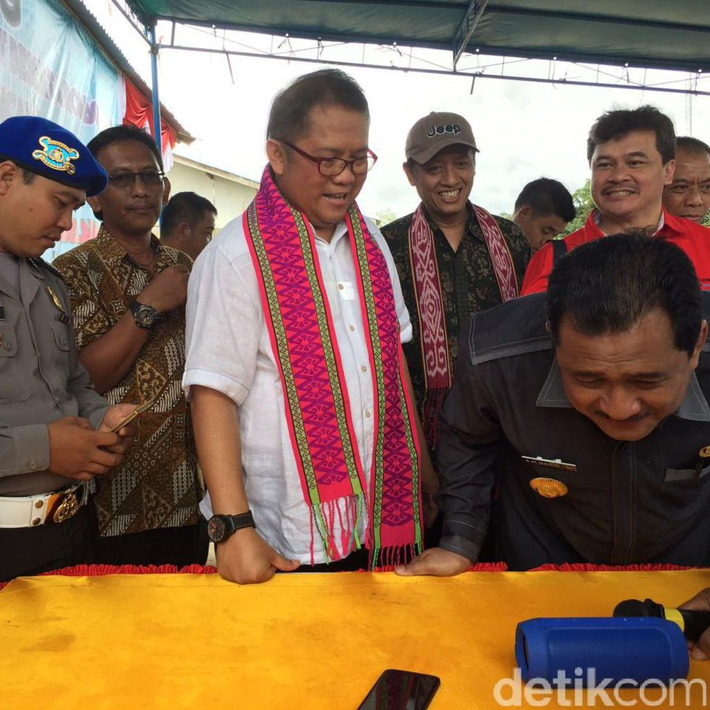 Menkominfo Jajal Panggilan Telepon Perdana di Perbatasan