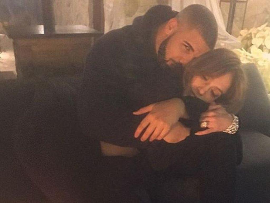 Makin Mesra, J.Lo dan Drake Resmi Pacaran?