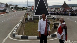 Naik Helikopter, Jokowi Cek Pos Lintas Batas Motamassin di NTT