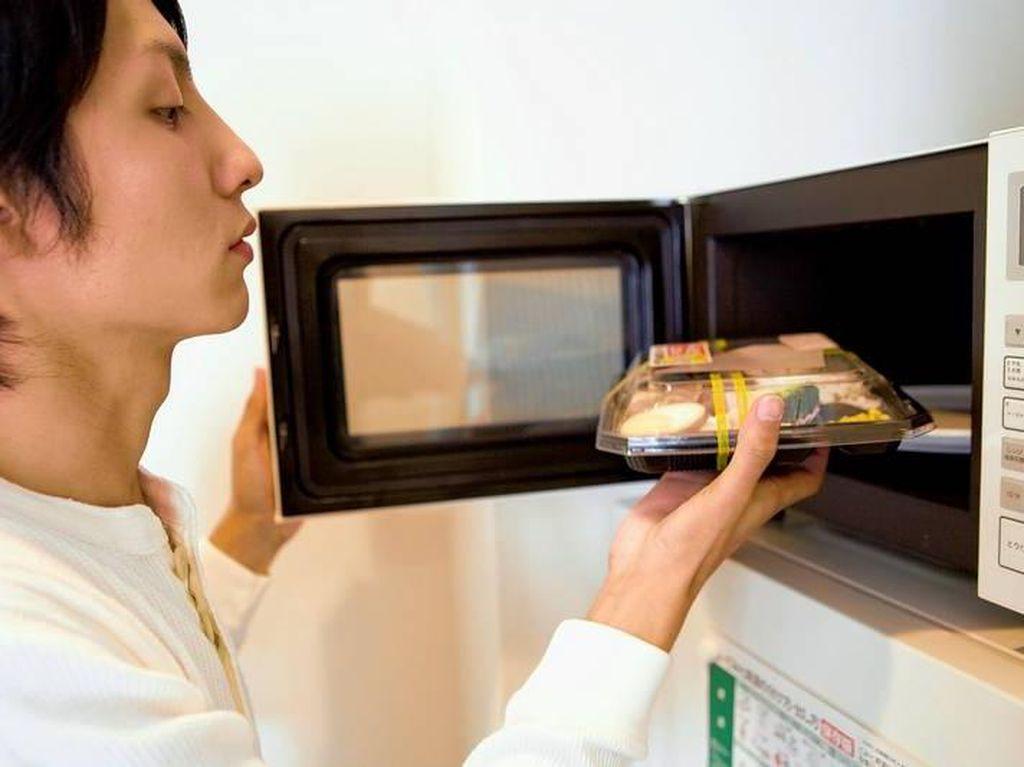 Deretan Makanan Terlarang yang Tak Boleh Dimasak Menggunakan Microwave