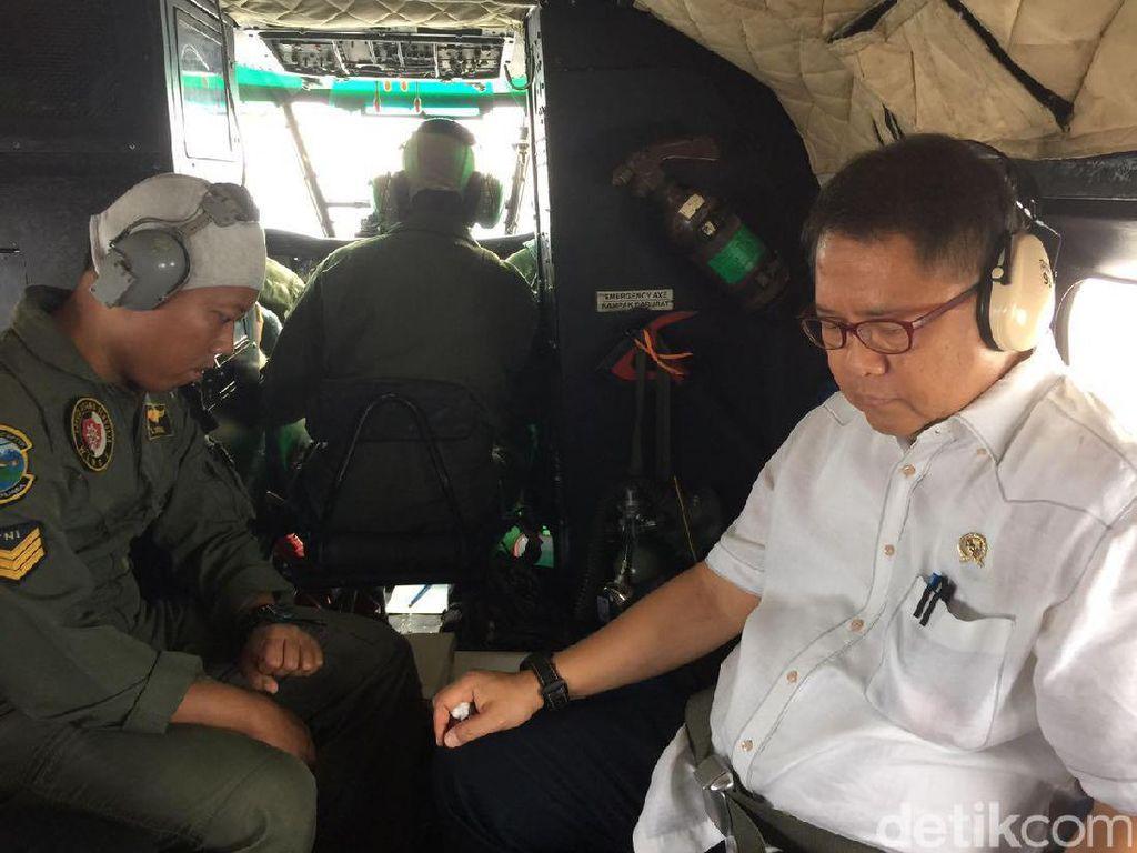 Aksi Menkominfo di Helikopter Pantau Radio Penerbangan