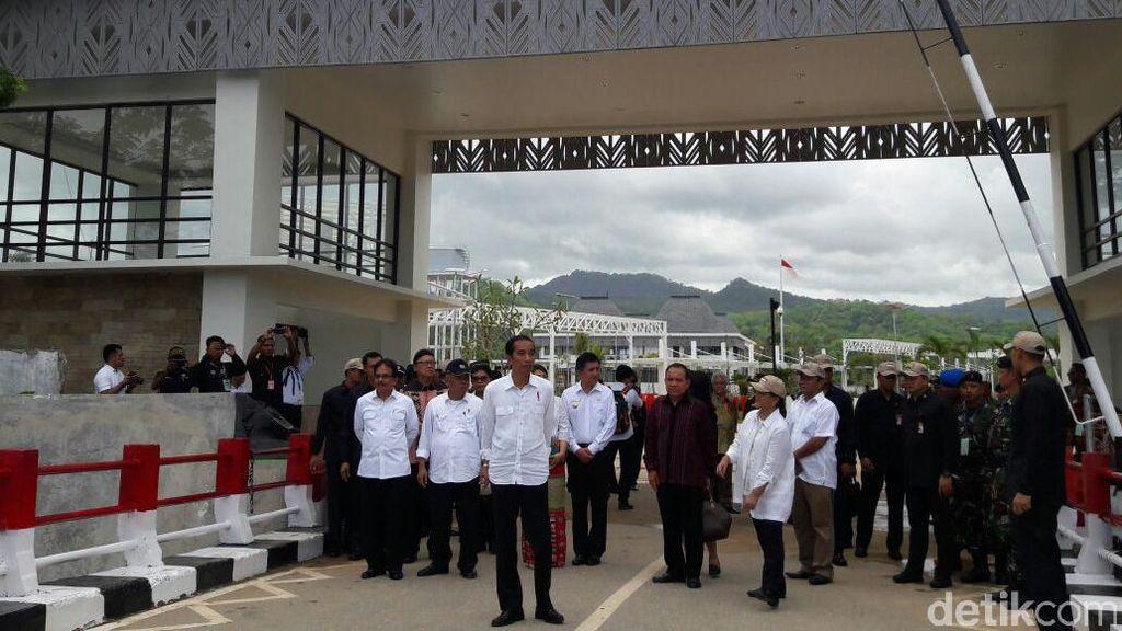 Begini Gaya Jokowi Blusukan ke Pos Lintas Batas Negara di NTT