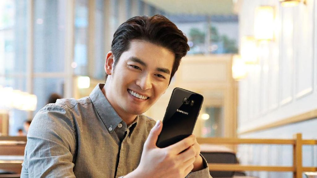 Menawannya Galaxy S7 Edge Black Pearl