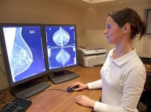 Suntik Silikon Bisa Tingkatkan Risiko Kanker Payudara?