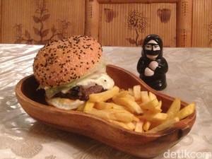 Mesti Coba di Dubai: Burger Unta!