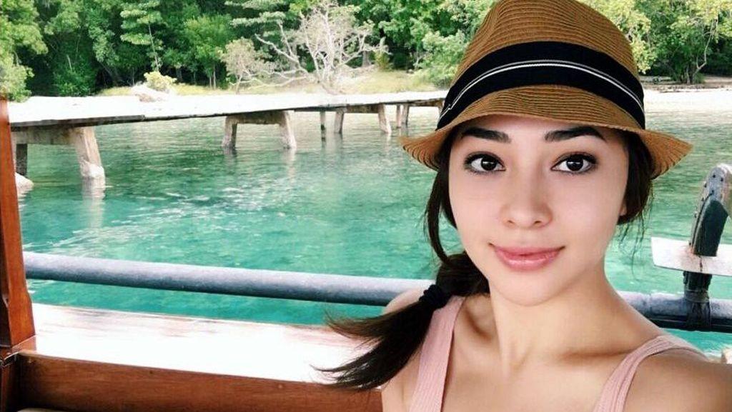 Mengintip Pulau Moyo yang Cantik, Tempat Liburan Nikita Willy