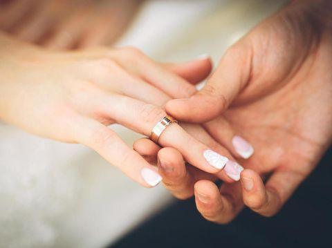 Pasangan yang Menikah di Usia Terlalu Muda Lebih Rentan Cerai?/