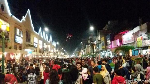 Suasana wisata malam di Malioboro, Yogyakarta (Edzan Raharjo/detikTravel)