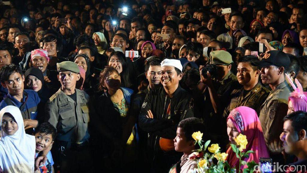 Tukang Sapu Diliburkan, Purwakarta Tetap Bersih Usai Malam Tahun Baru