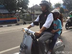 Hari Pertama 2017, Anies Keliling Jakarta Menggunakan Vespa Zaman Kuliah