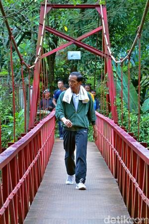 Jokowi Awali Tahun 2017 dengan Jogging di Kebun Raya Bogor