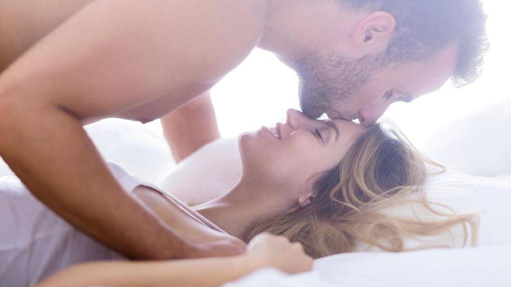 Jarang Digunakan, Posisi Seks Ini Bikin Bercinta Makin Panas (1)