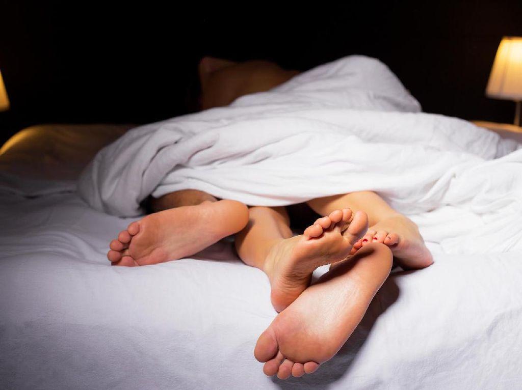 Sudah Sembuh dari Virus Corona, Amankah untuk Langsung Berhubungan Seks?