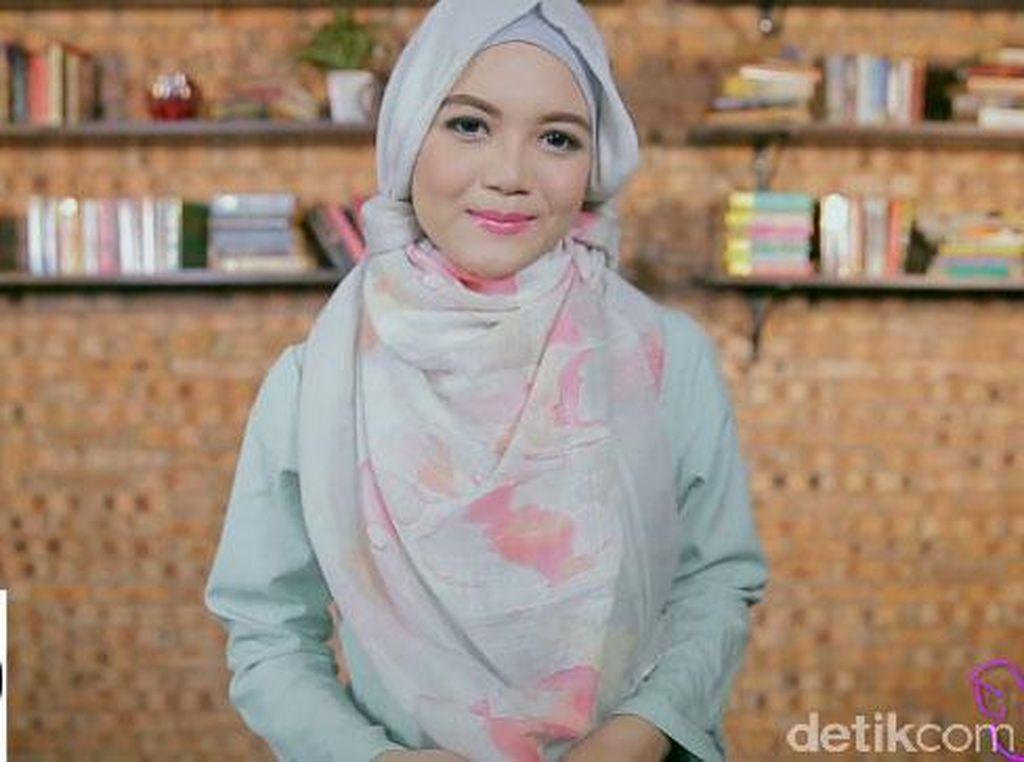 Video: Belajar Tampil Syari dengan Tutorial Hijab Pashmina Menutup Dada