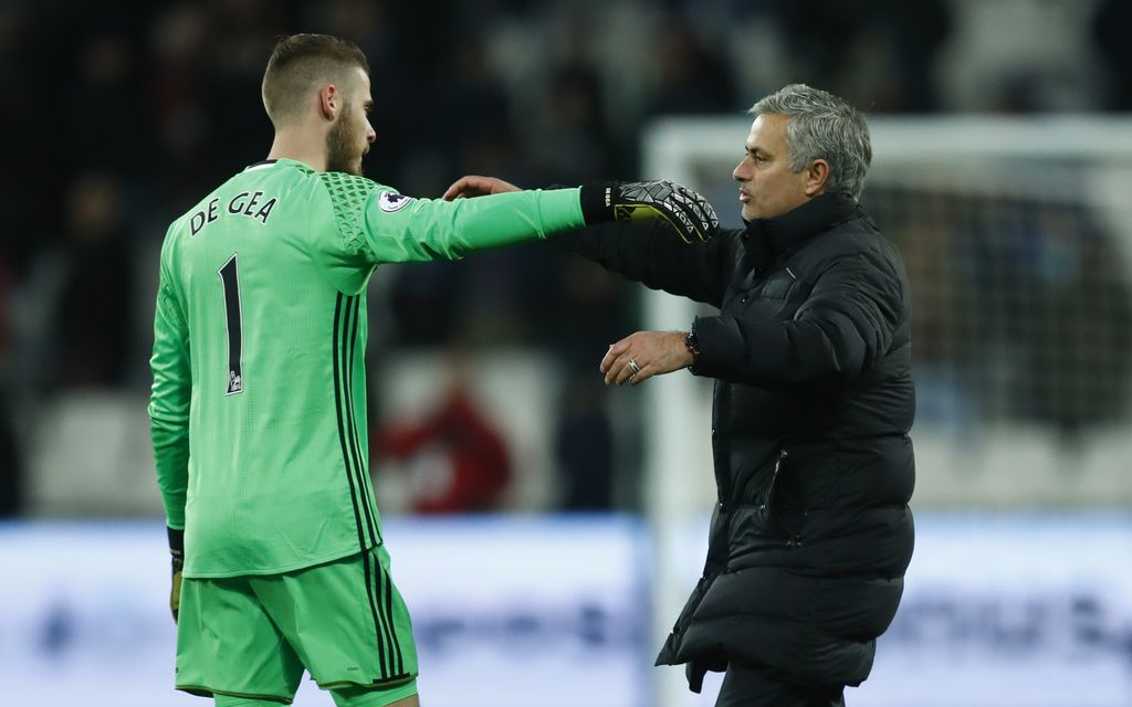 Britain Football Soccer - West Ham United v Manchester United - Premier League - London Stadium - 2/1/17 Manchester United manager Jose Mourinho and David De Gea celebrate after the game Reuters / Eddie Keogh Livepic EDITORIAL USE ONLY. No use with unauthorized audio, video, data, fixture lists, club/league logos or