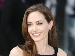 Hadiri Premiere Film di Kamboja, Angelina Jolie Muncul Bersama Anak-anaknya