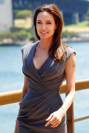 Ibu Kandung Berharap Angelina Jolie Dapatkan Hak Asuh Zahara