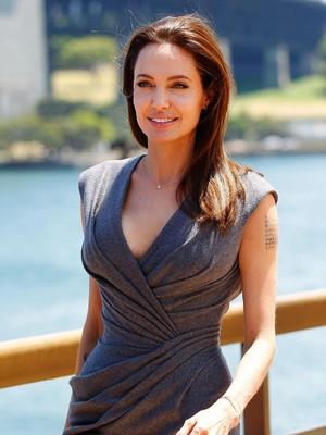 <i>Fear Factor</i>, Ketika Angelina Jolie Makan Laba-laba Hingga Kalajengking