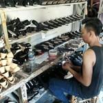Ada Mesin Gratis, Perajin di Ciomas Masih Bikin Sepatu Manual