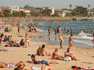 Tinja Terbawa Badai, Ancam Pantai Populer di Melbourne