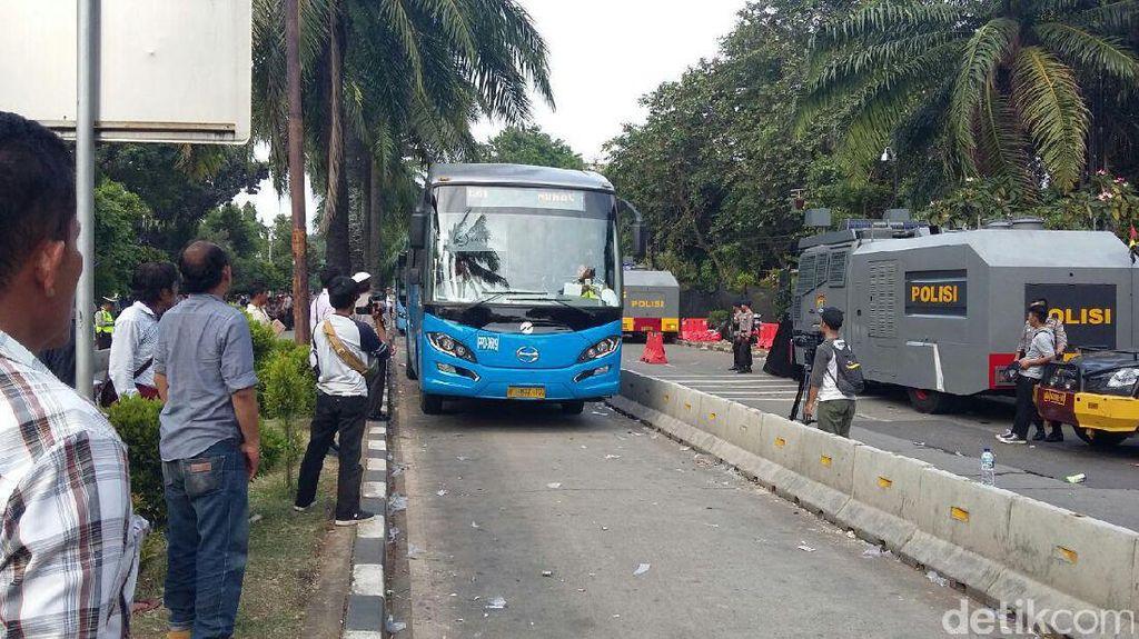 Besok Ada Sidang Ahok, Bus TransJ Arah Ragunan Hanya Sampai SMK 57