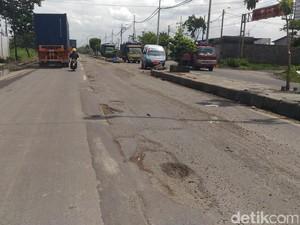 Risma Desak Pemerintah Pusat Perbaiki Jalan Kalianak yang Rusak