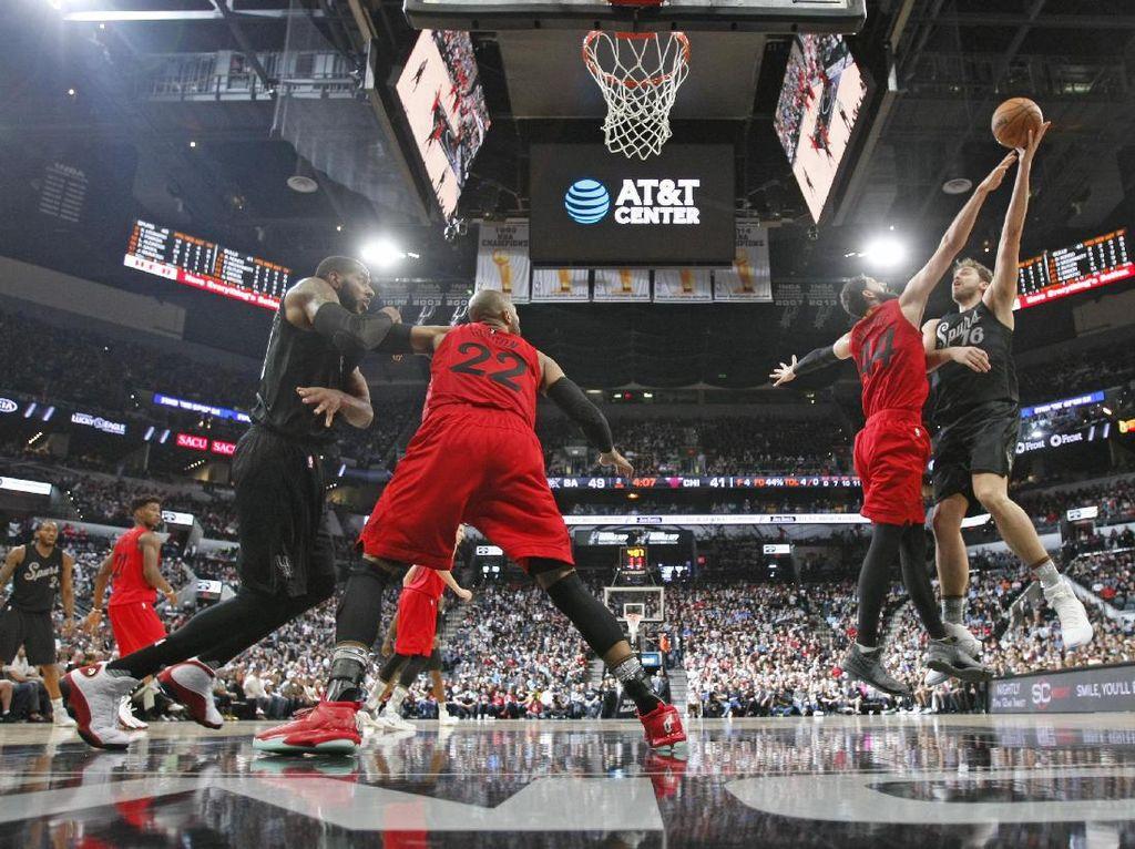 Spurs Menang Mudah atas Raptors