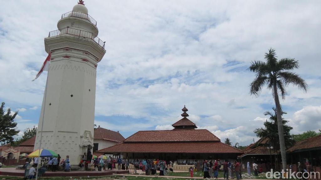 Menikmati Islam yang Damai di Masjid Agung Banten