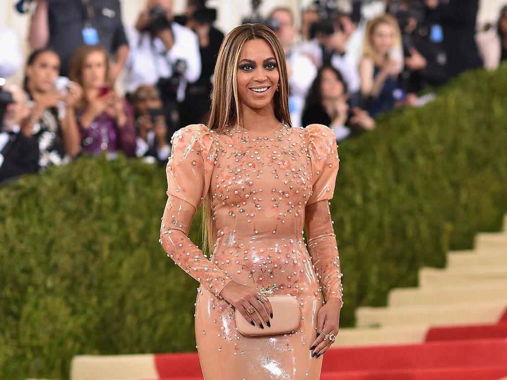 Beyonce Buka Grammy dengan Piala Best Music Video