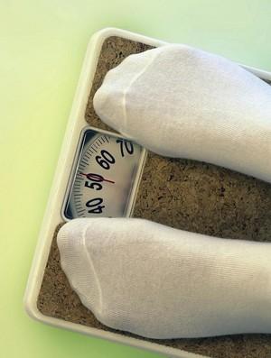 Nonton TV Saat Makan Malam Tingkatkan Risiko Obesitas