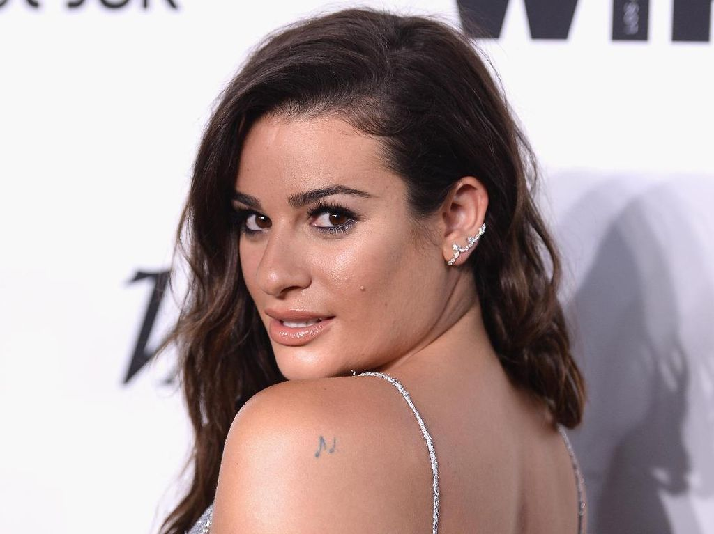 Menikah, Lea Michele Pakai Baju Pengantin Menggoda Saat Resepsi