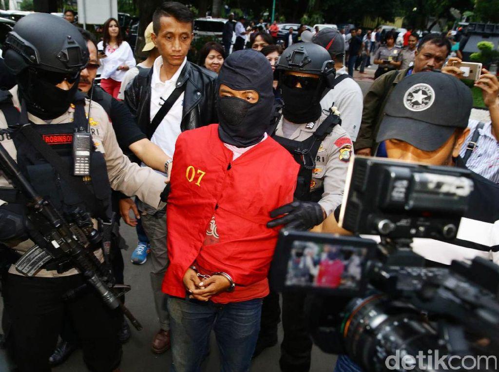 Polda Metro Jaya Rilis Pelaku Teror Bom DAAI TV