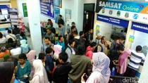 Penampakan Antrean Warga Urus STNK dan BPKB di Samsat Cinere