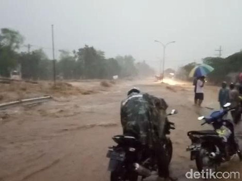 Ngerinya Banjir Lumpur yang Lumpuhkan Jalur Pasuruan-Malang