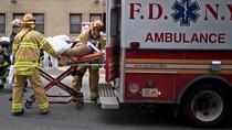 Evakuasi Korban Kecelakaan Kereta Api di New York