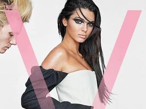 Kendall Jenner Bertato Ular Besar di Pahanya