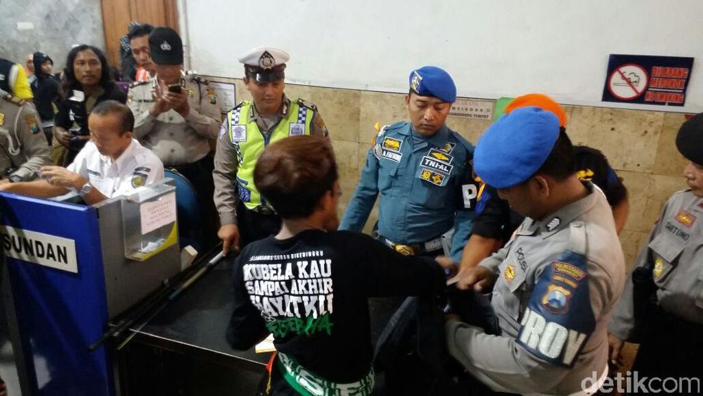 Bonek Terus Tinggalkan Surabaya Menuju Bandung untuk Kawal Kongres PSSI