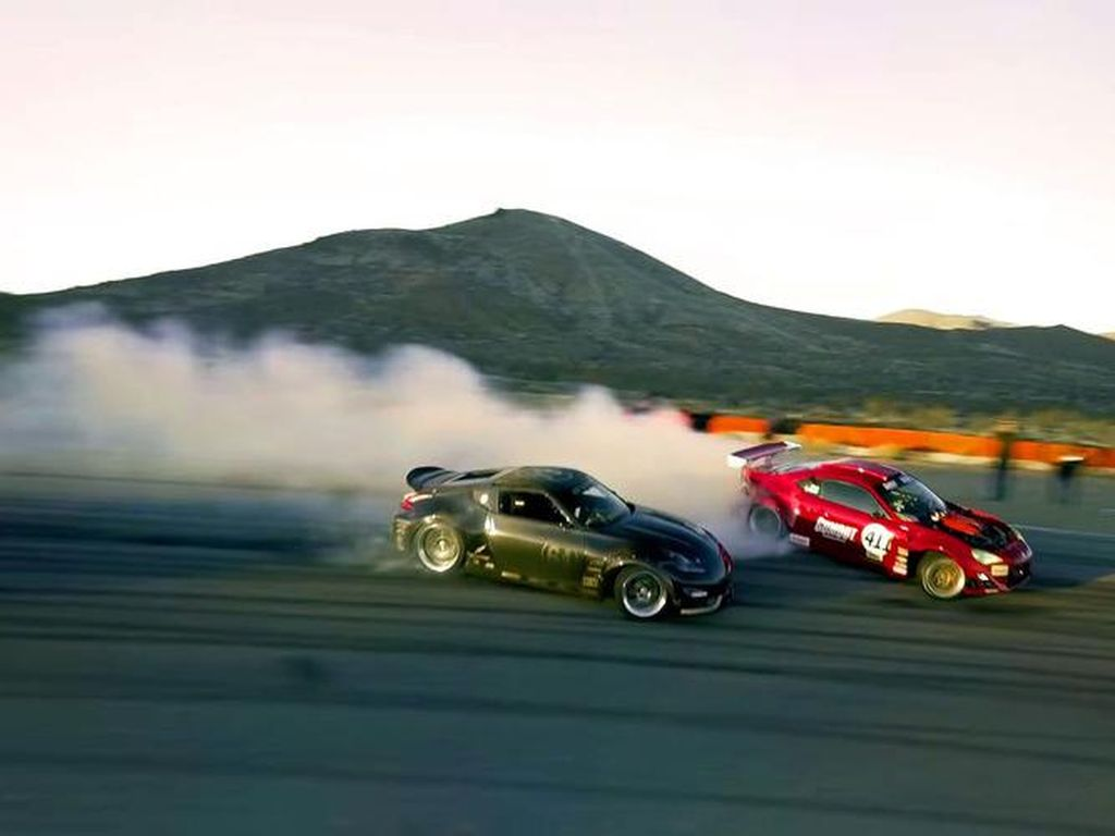 Aksi Ngesot GT4586, Toyota GT86 Bermesin Ferrari 458