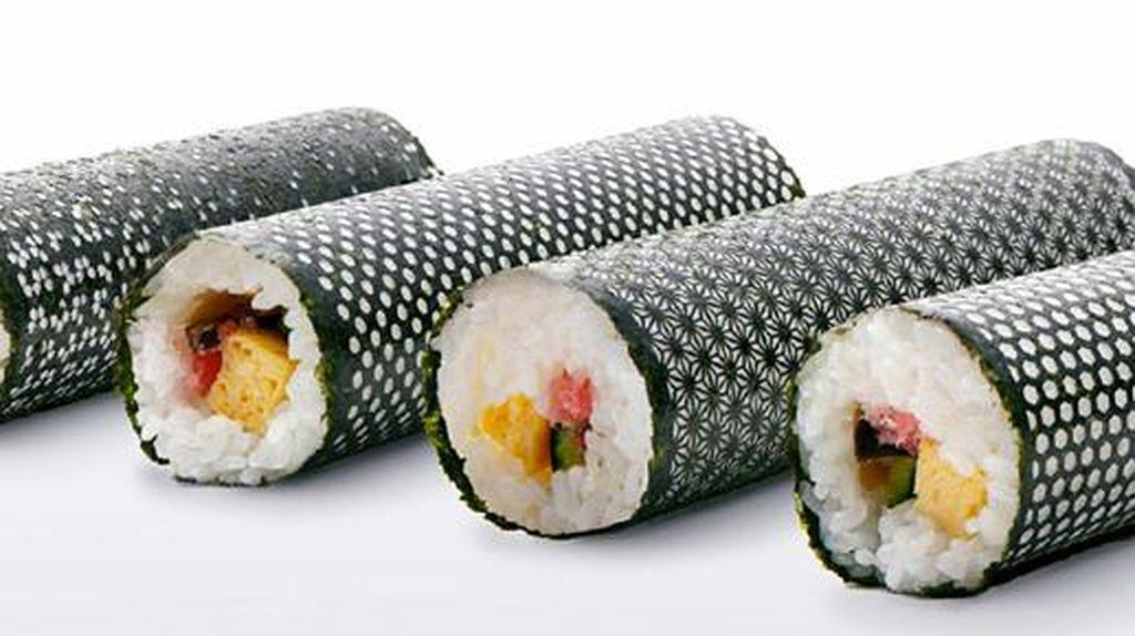Potongan Rumput Laut Unik Ini Bikin Tampilan Sushi Makin Cantik!