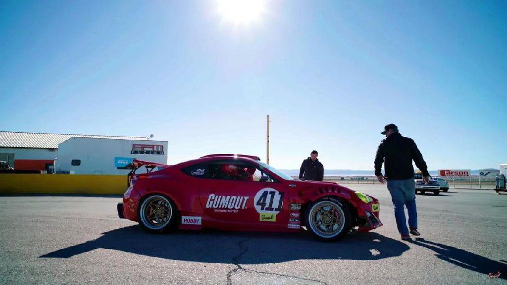 Toyota GT86 Bermesin Ferrari Beraksi